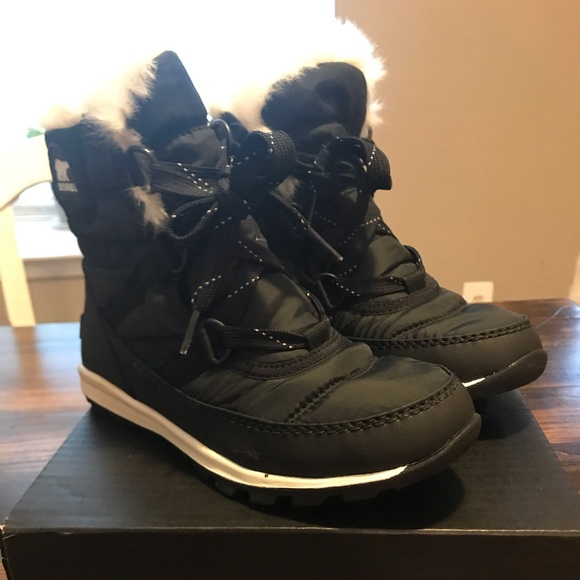 a0ab644534 Youth Whitney short lace girls snow boots. M_5bf5e22845c8b371e0db07ab